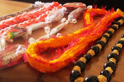 Easy-to-make graduation leis, part 2